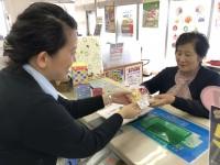 河合支店 来店者にポン菓子をプレゼント!